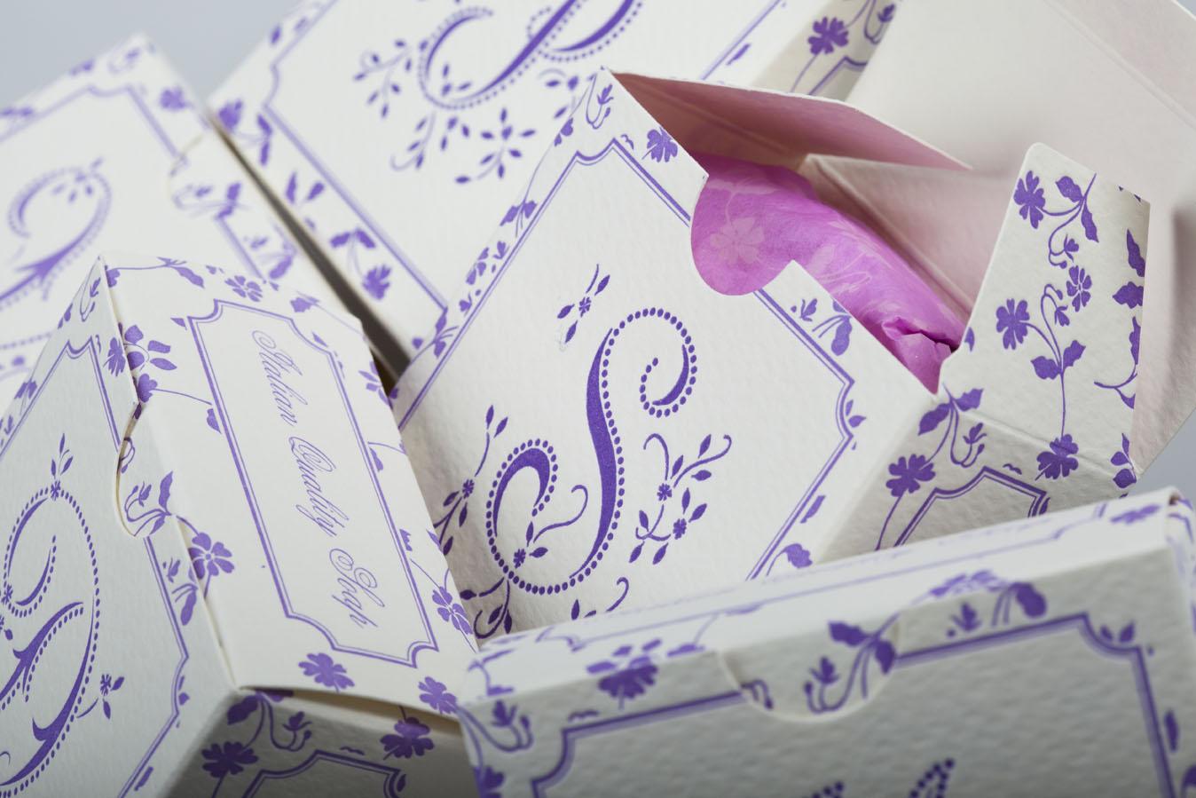 Savons enveloppés avec papiers décoratifs Rossi 1931